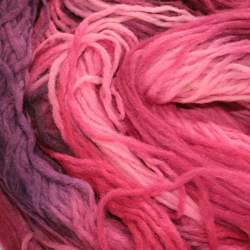 Space Dyed Pencil Roving - Berry - 50g